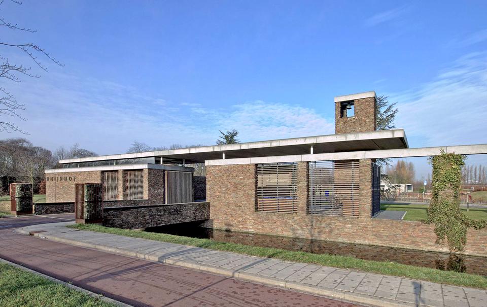 Poortgebouw van architect Ronald Knappers. Begraafplaats Rhijnhof Leiden.