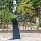 Glasmonument Hestia in de vorm van een blad van kunstenaar Hadas Lieber. Kinderhofje Begraafplaats Rhijnhof Leiden.