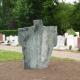 Vlinderdans. Kunstwerk van groen graniet van kunstenaar Hanneke de Munck. Begraafplaats Rhijnhof Leiden.